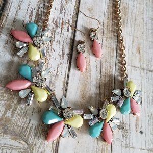 🌞SUMMER SALE🌞 Acrylic statement necklace set